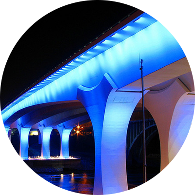 Image new I-35W bridge lit up at night